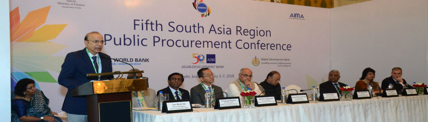 Shri A.N. Jha, Secretary, D/o  Expenditure addressing the delegates of the 5th South Asian Region Public Procurement Conference in New Delhi