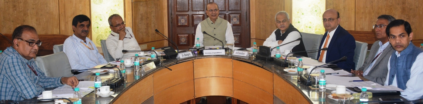 Shri A. N. Jha, Secretary (Expenditure) holding a RE Budget discussion
